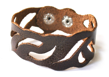 ReStyle recycled leather bracelet (in brown)
